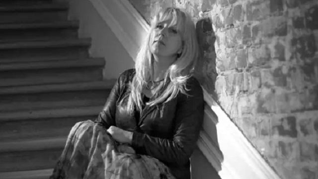 Журналистка Ирина Славина покончила с собой у здания российского МВД