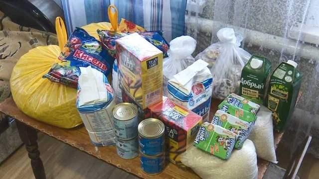 В Костанайской области раздают продуктовые корзины для социально-незащищенных категорий учащихся