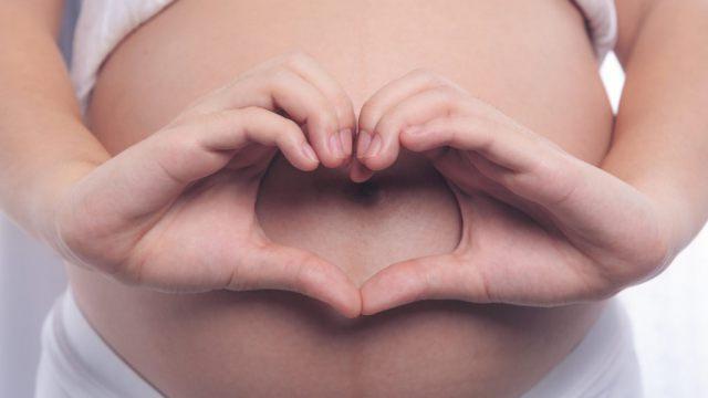 «Копирует и пробует»: Чем занимается ребёнок в утробе матери?