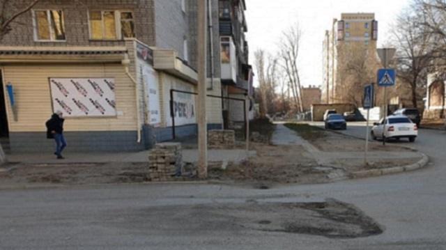 «Сколько может продолжаться эта вакханалия»: Житель Семея пожаловался на состояние дорог