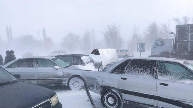 Видео: 51 человек спасен из заносов на трассе в Жамбылской области