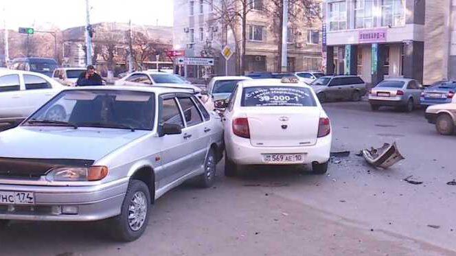 ДТП с участием такси произошло в центре Костаная