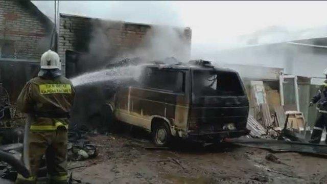 Три автомобиля сгорели в Рудном