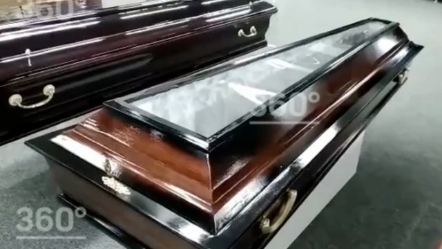 Гробы со стеклянными крышками для умерших от коронавирусной инфекции продают в Москве
