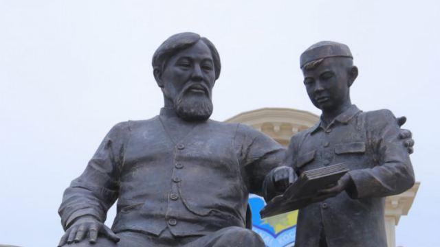 В Костанае открыли памятник Ибраю Алтынсарину