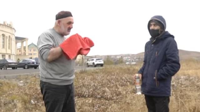 «Отобрали дом»: Житель Кокшетау с больным сыном живут в автомобиле