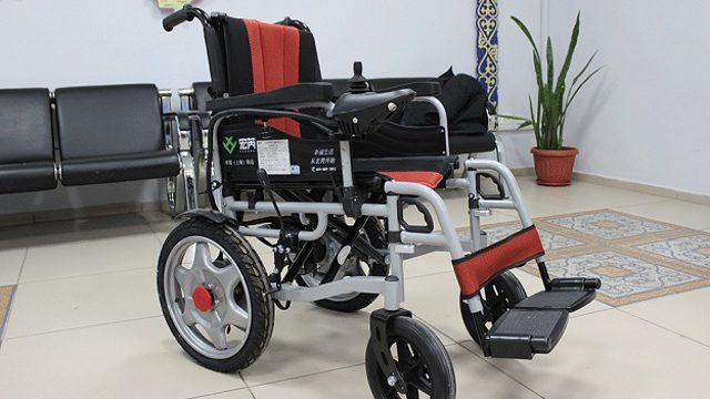 Современные кресла-коляски с электроприводом привезли для инвалидов Костанайской области