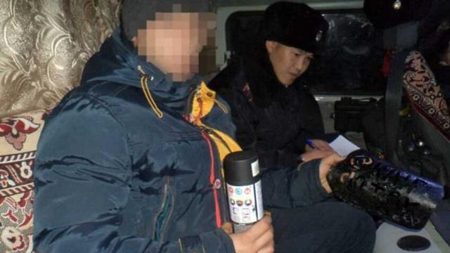 «Пойман с поличным»: Жителя Рудного задержали за рекламу наркотиков