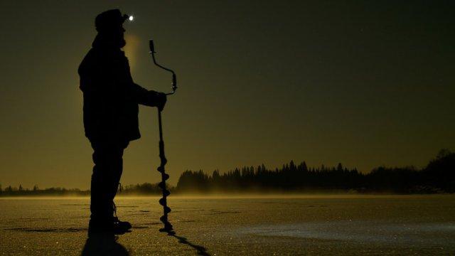 Спасатели обнаружили трёх рыбаков ночью на реке в Костанайской области