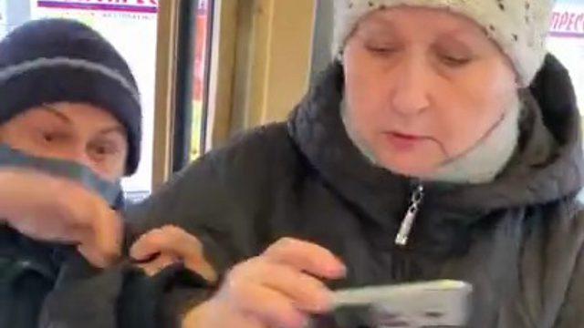 Пассажирку без маски вышвырнули из автобуса жители Екатеринбурга