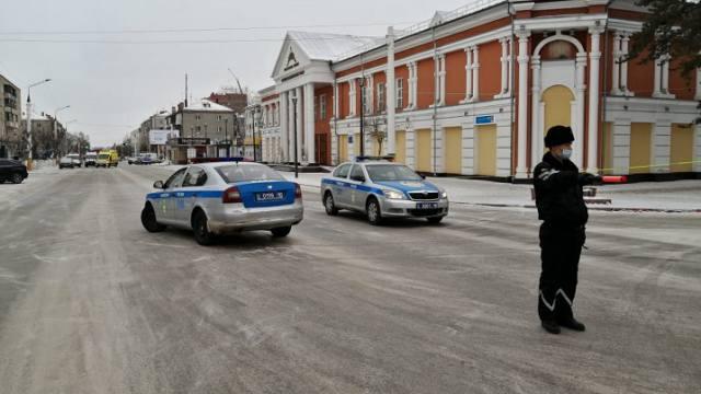 Участок улицы Баймагамбетова перекрыли сотрудники полиции в Костанае