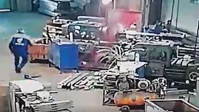 Ужас в Набережных Челнах: Рабочего затянуло в станок и раздробило на мелкие куски