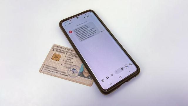 Предупреждения о просрочке водительских прав и паспортов жители Казахстана будут получать по СМС