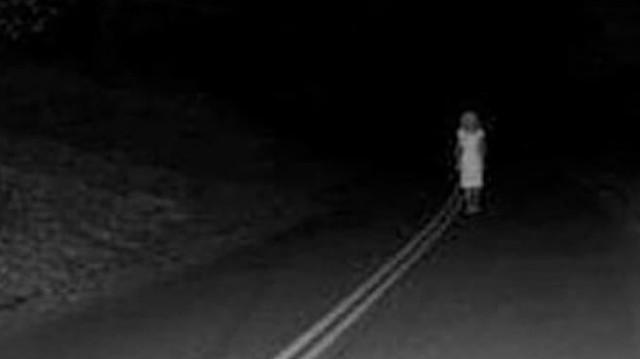 «Вдоль трассы ходит»: Призрак девушки держит в страхе район в Западном Казахстане