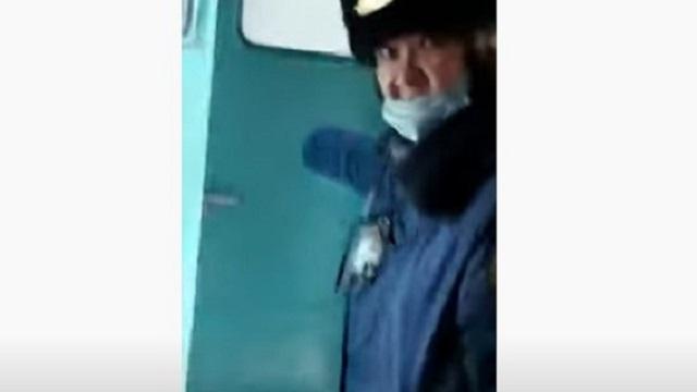 Жительница Казахстана сняла на видео доказательства стихийной торговли в поезде