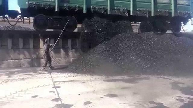 Современные технологии. Разгрузка вагонов с каменным углем в 21 веке