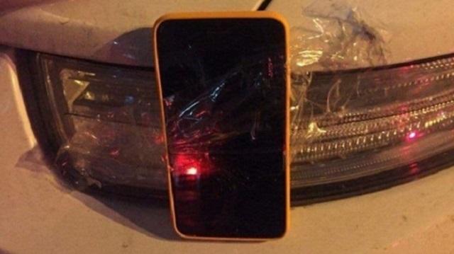Девушка нашла способ оригинально вернуть подаренный бывшим бойфрендом телефон