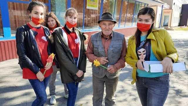 «ЖасStar» и другие. Как волонтеры из села Костанайской области помогают бороться с пандемией