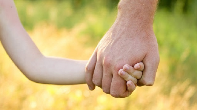 Родителей своей приемной дочери из Казахстана ищет жительница США
