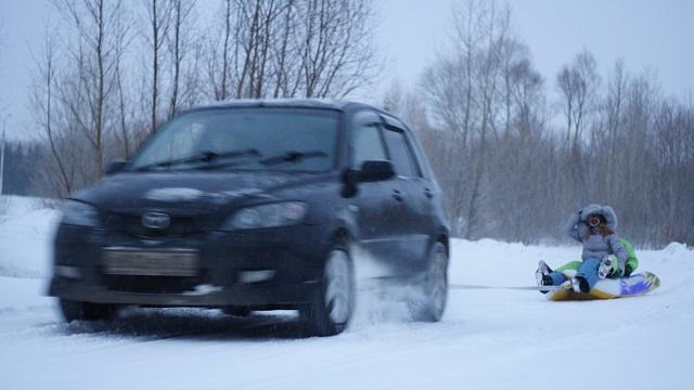 «Любишь кататься…»: Наказан автолюбитель из Казахстана, возивший девушку на санках