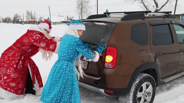 Дед Мороз и Снегурочка доставили сельчанам подарки от полицейских Костанайской области