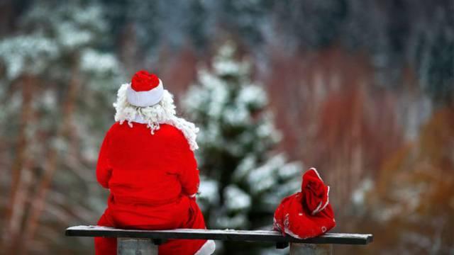 «Усталый» карагандинский Дед Мороз рассмешил Казнет