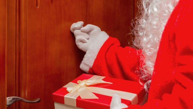 Вызов Дед Мороза и Снегурочки на дом запретили в Алматы