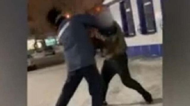 Видео: В СКО пьяный казахстанец напал на полицейского