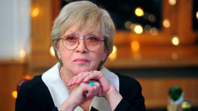 Динамика отрицательная: Алиса Фрейндлих попала в реанимацию с 80% поражения лёгких