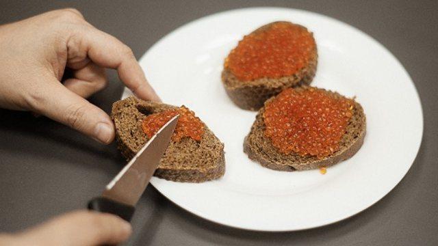 Имитация красной икры: из чего делают искусственный деликатес