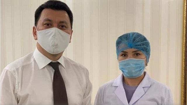 «В рамках испытаний»: Помощнику Президента Ерлану Карину введена казахстанская вакцина