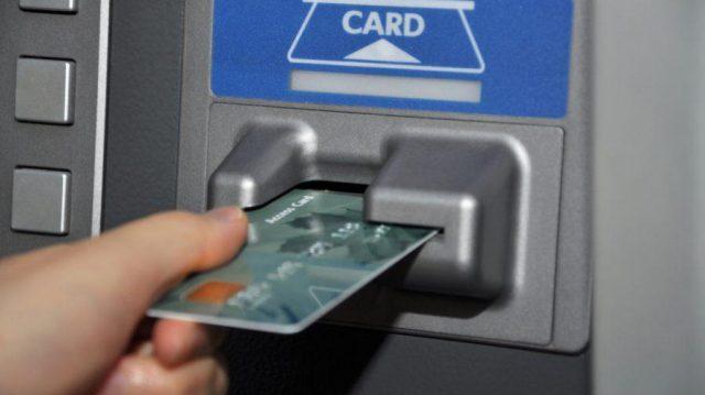 Укравшего банковскую карточку сельчанина поймали возле банкомата в Костанае