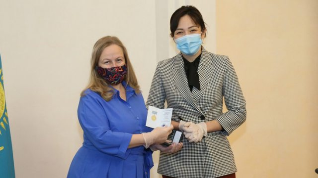 «В борьбе с пандемией»: Медали «Халық алғысы» вручили в Костанае