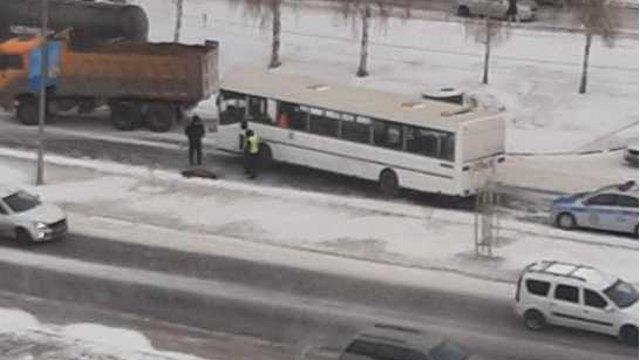Смертельный наезд: 80-летняя женщина попала под колёса автобуса в Костанае