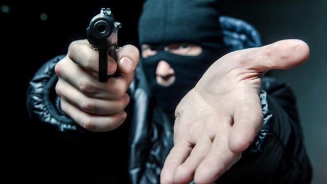 Видео: Дерзкое нападение на инкассаторов — украли три мешка денег в Казахстане