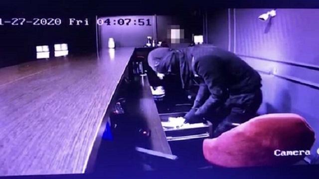 Разбойное нападение на букмекерскую контору в Казахстане попало на видео