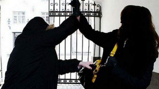 «Повалил на землю»: Молодая казахстанка смогла отбиться от грабителя