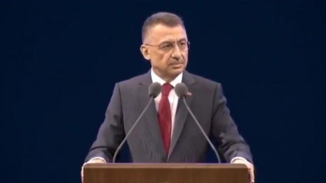 Видео: Вице-президенту Турции Фуату Октаю стало плохо во время выступления