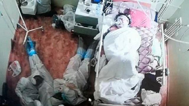 «Рядом с больным коронавирусом»: Фото уснувших на полу врачей растрогало Сеть