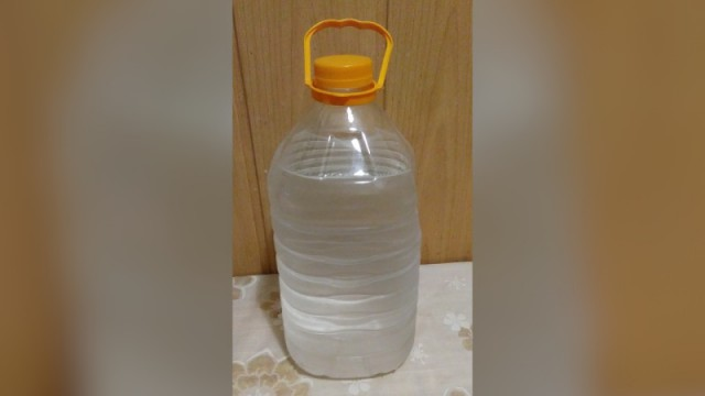 «Найманская»: Водку в баклажках с рынка обсуждают в Казахстане