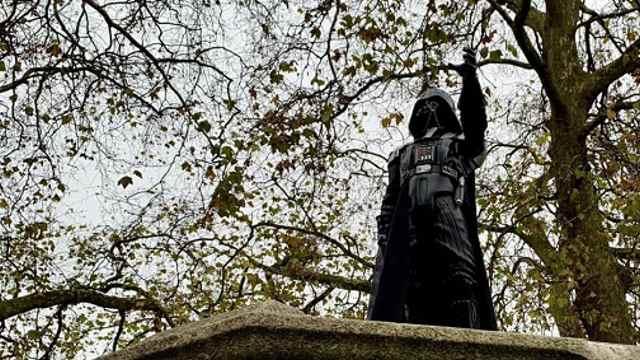 В Бристоле установили статую Дарта Вейдера