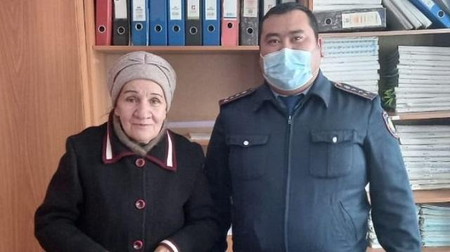 Пенсионерка из Костанайской области поблагодарила полицейского за помощь в лечении сына