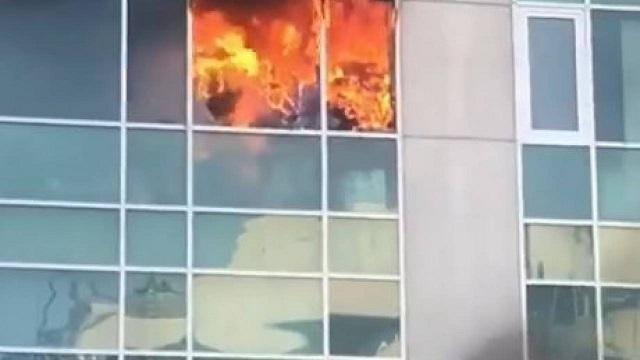 Пожар в крупном бизнес-центре Алматы попал на видео