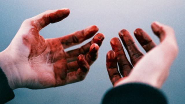 «Рукав в крови»: 31-летний житель Рудного отрезал голову собутыльнику и скрылся