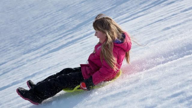 10-летняя казахстанка умерла после катания с горки