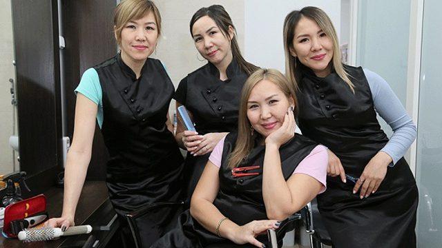 «Это просто дано»: Четыре родные сестры работают парикмахерами в Костанае