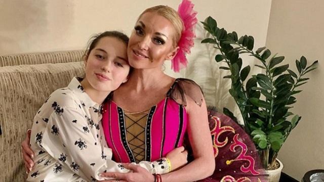 Анастасия Волочкова познакомила со своими родителями