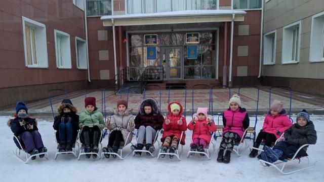 Аким Костанайской области поздравил детей из деревни семейного типа «Жануя» с Новым годом