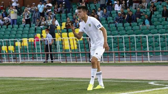 Защитник сборной Казахстана Султан Абилгазы продлил контракт «Тоболом»