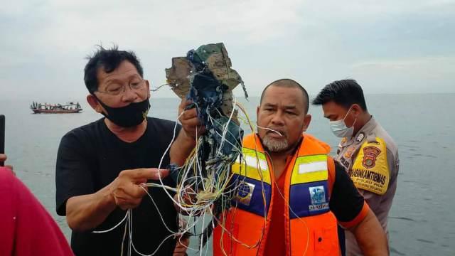 Видео с места крушения самолета над Индонезией 09.01.2021